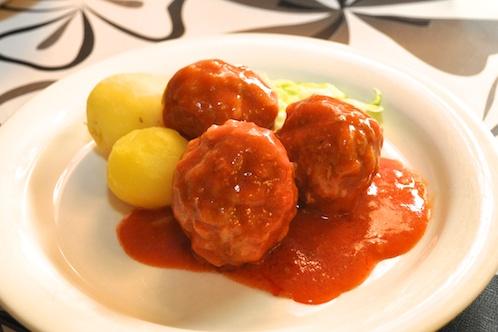 Risbollar i tomatsås